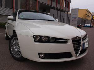 Alfa Romeo  JTDM 20V DPF Q-Tronic Turismo
