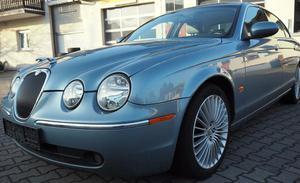 Jaguar S-Type als Teilelager oder zum Reparieren
