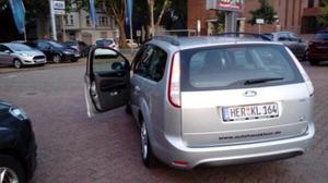 Ford Focus Style +  km  Tüv EURO 5 Benzin