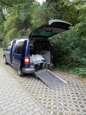 autos caddy mit rollstuhlrampe cozot automobile. Black Bedroom Furniture Sets. Home Design Ideas