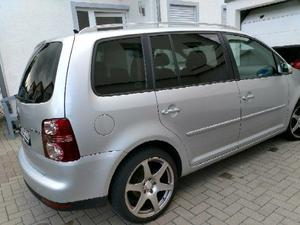 VW Touran TDI DSG 140ps Leder