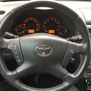 TOYOTA Avensis Combi 2.0 Automatik Executive Polarsilber